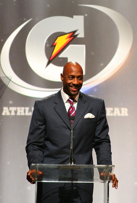 7-alonzo-mourning-at-gatorade-awards-3