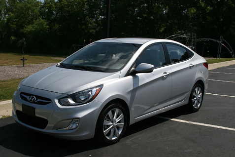1-2012-hyundai-accent-first-drive