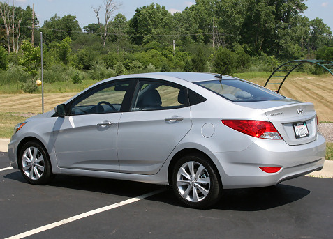 4-2012-hyundai-accent-first-drive