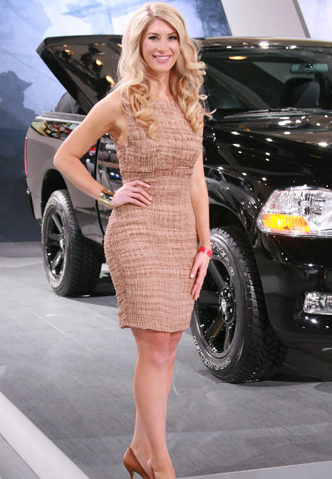 6-booth-babe-at-2011-la-auto-show