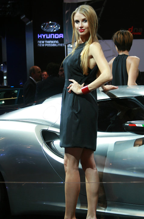 10-booth-babes-at-frankfurt-motor-show