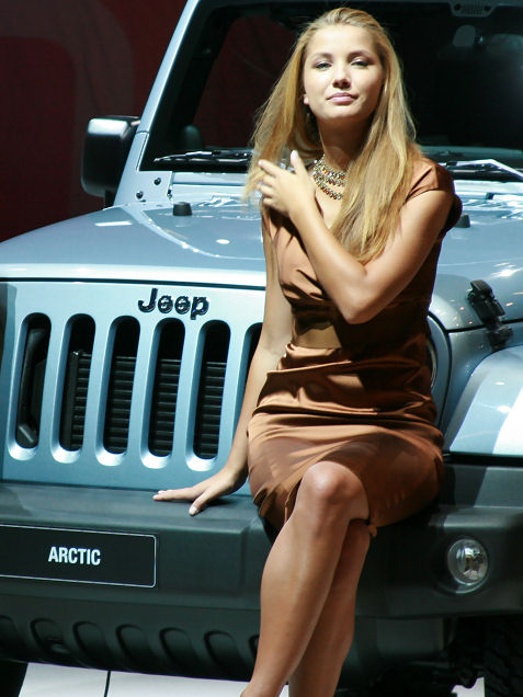 14-booth-babes-at-frankfurt-motor-show
