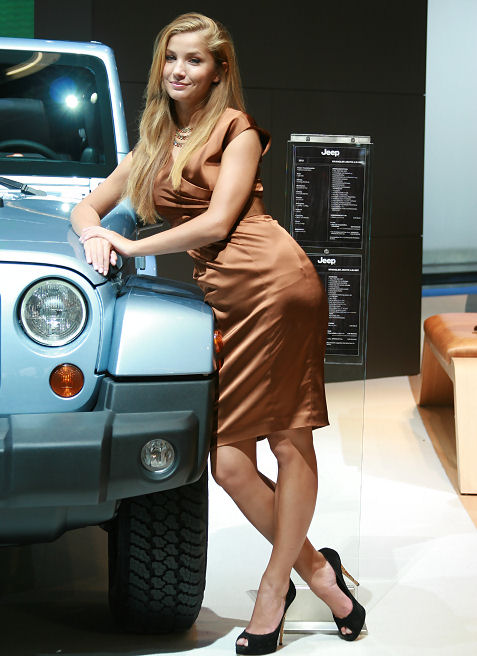 16-booth-babes-at-frankfurt-motor-show