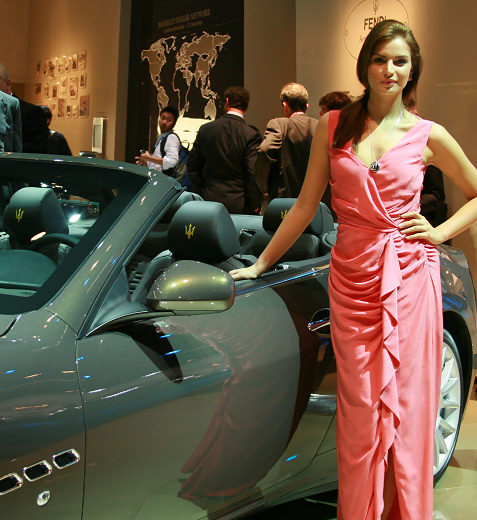 28-booth-babes-at-frankfurt-motor-show