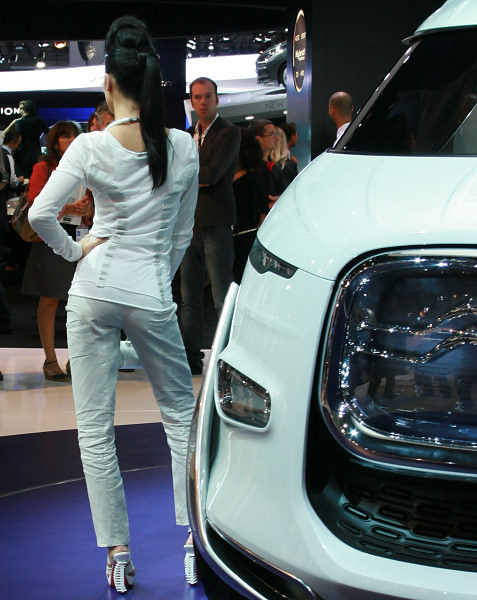 29-booth-babes-at-frankfurt-motor-show