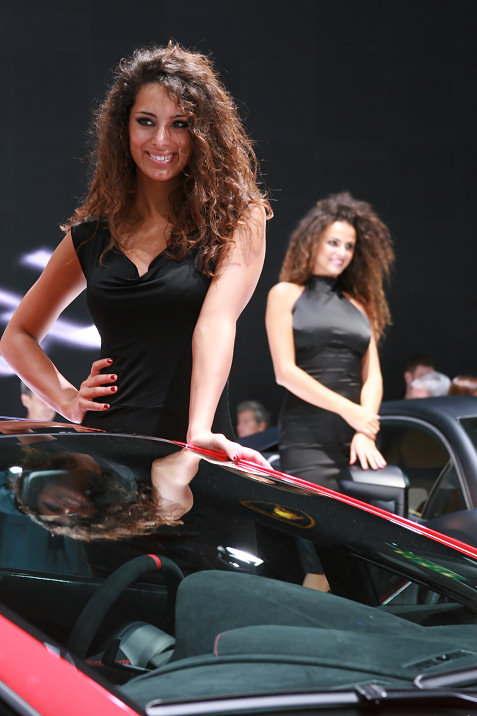 4-booth-babes-at-frankfurt-motor-show