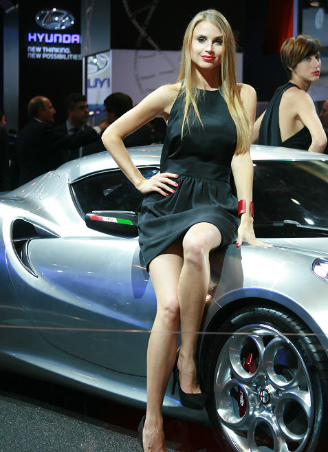 8-booth-babes-at-frankfurt-motor-show