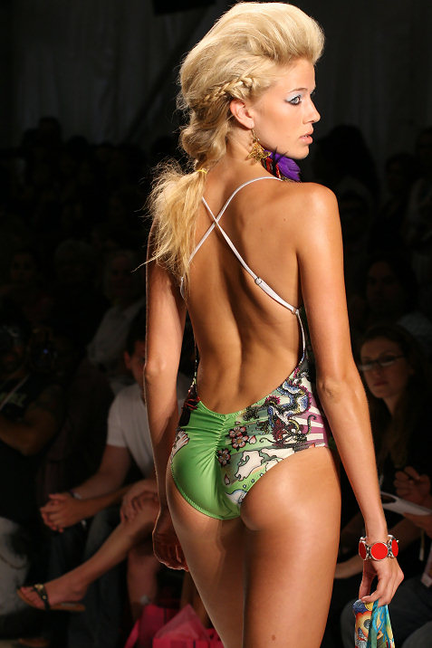 8-ed-hardy-swimwear-fashion-show
