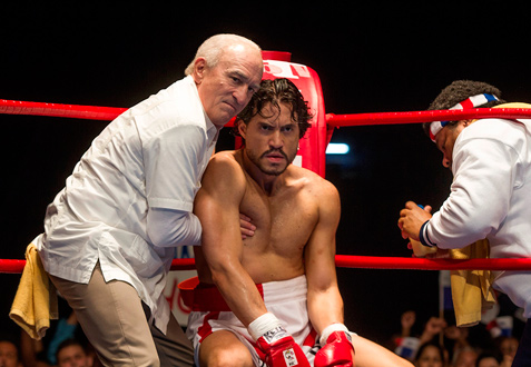 (L-R) Robert De Niro and Édgar Ramírez star in HANDS OF STONE