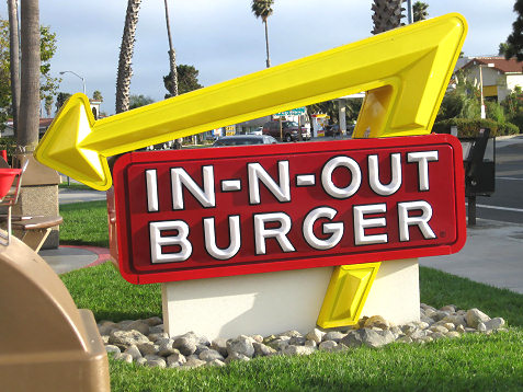 in-n-out-burger-front-sign