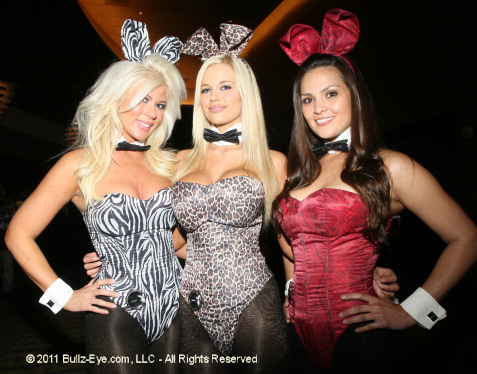2-bunnies-at-playboy-club-in-las-vegas