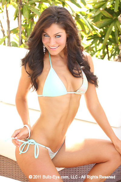 1-lindsey-way-2011-hooters-pageant