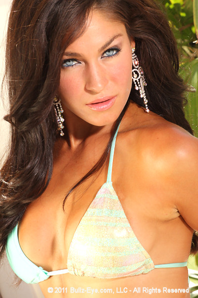 8-lindsey-way-2011-hooters-pageant