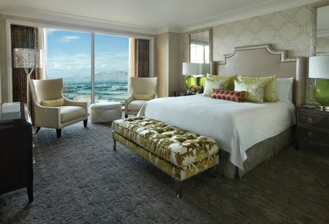 four-seasons-strip-view-suite-bedroom-feb-2013