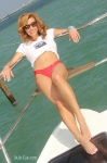 13-miami-boat-show-bullz-eye-bikini-team