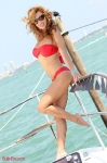 9-miami-boat-show-bullz-eye-bikini-team