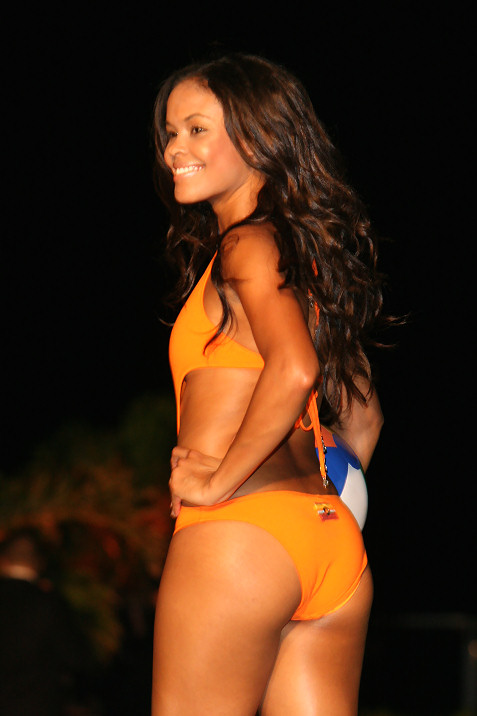 31-miami-dolphins-cheerleaders-in-ed-hardy-fashion-show