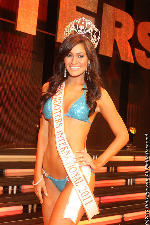 2011-hooters-swimsuit-pageant-01