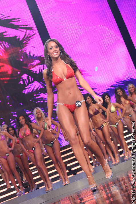 2011-hooters-swimsuit-pageant-10