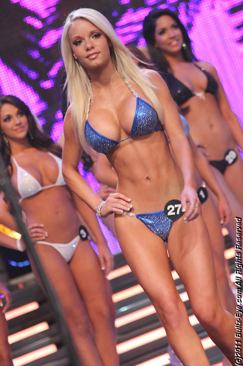 2011-hooters-swimsuit-pageant-11