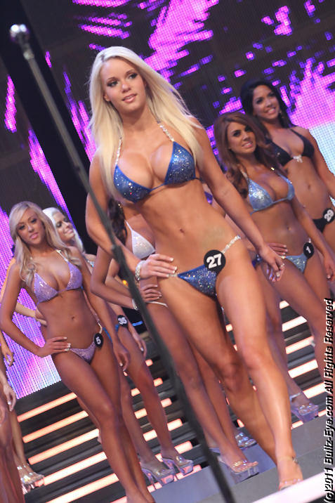 2011-hooters-swimsuit-pageant-12