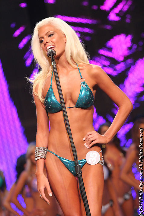 2011-hooters-swimsuit-pageant-13