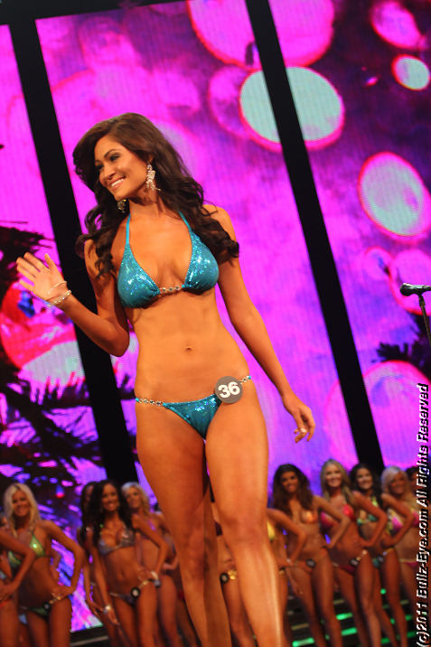 2011-hooters-swimsuit-pageant-14