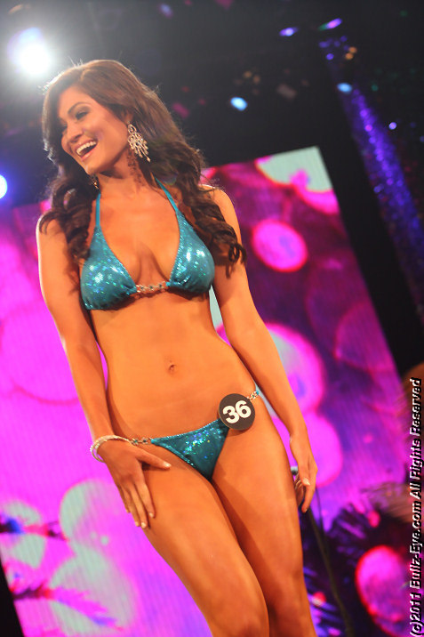 2011-hooters-swimsuit-pageant-15