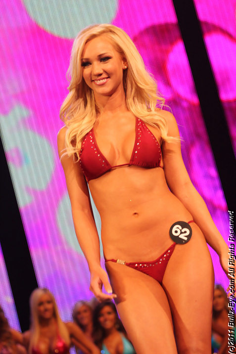 2011-hooters-swimsuit-pageant-22