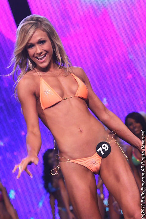 2011-hooters-swimsuit-pageant-27