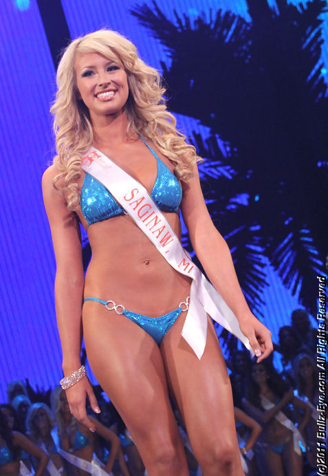 2011-hooters-swimsuit-pageant-37