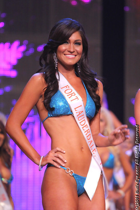 2011-hooters-swimsuit-pageant-41