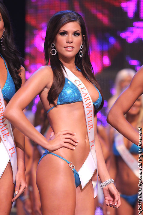 2011-hooters-swimsuit-pageant-42