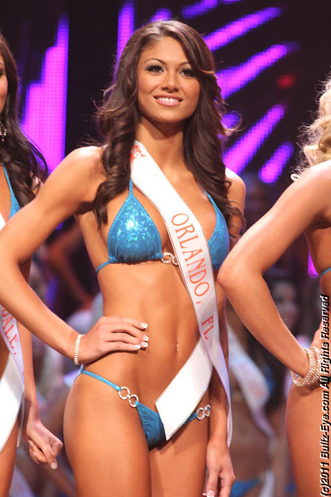 2011-hooters-swimsuit-pageant-44