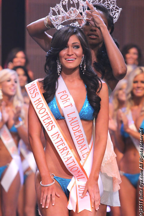 2011-hooters-swimsuit-pageant-50