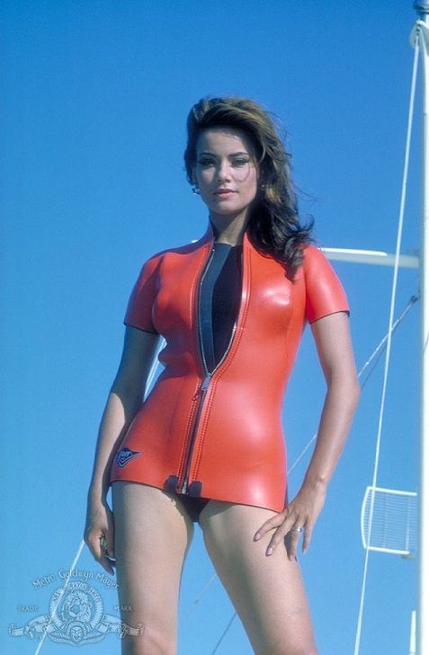 2-claudine-auger-thunderball