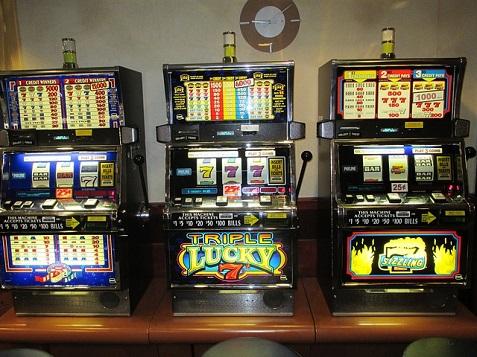 slot-machines-701707_640