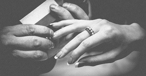 hands-771669_640